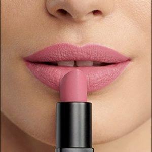 Bobbi Brown luxe matte lip in boss pink